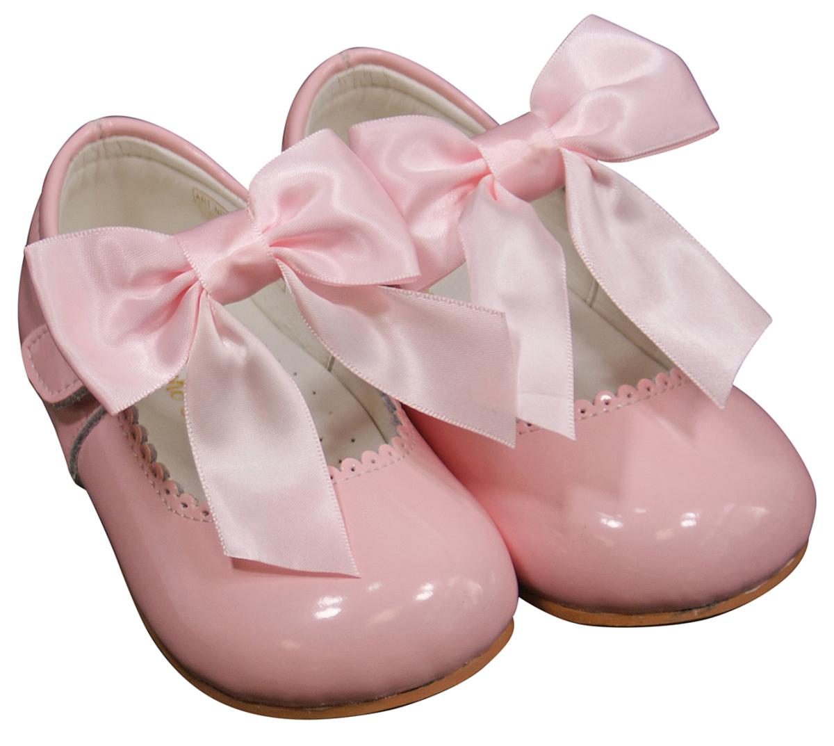 Infant Size  Ivory Shoes