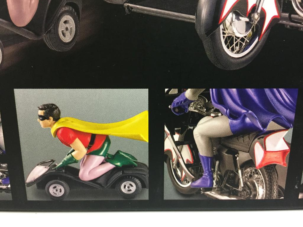 BatFemme Classic TV series series series Batcycle   BatFemme & Robin SCALE 1:12 | Pour Votre Sélection  | Matériaux De Qualité  | Moelleux Et Léger  48c06f