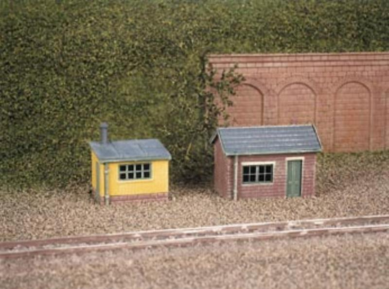 Ratio 237 lineside huts 1 brick 1 wood plastic kit n for Brick kit homes